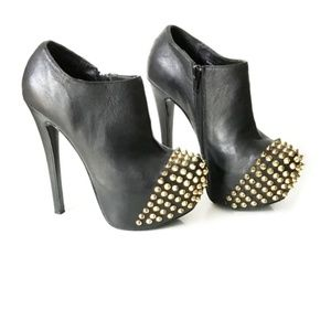 Steve Madden Vampiree Spiked Booties in Black